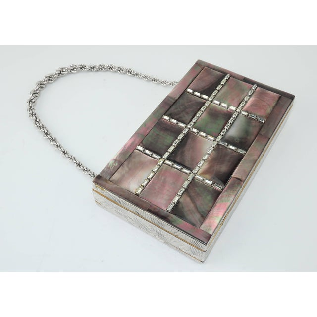 1950s Evans Mother of Pearl Compact Wristlet Handbag, 1950s For Sale - Image 5 of 11