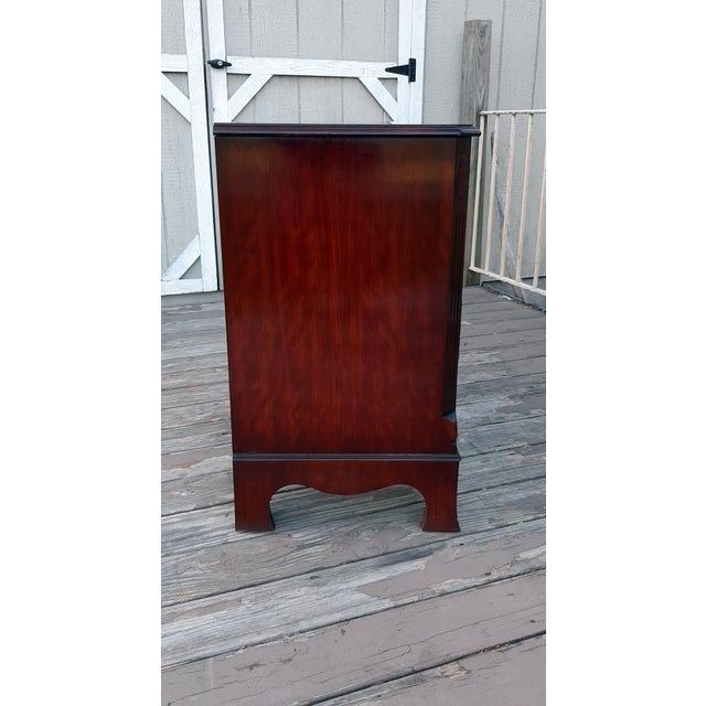 1980s English Georgian Style Banded Flame Mahogany Chest of Drawers For Sale - Image 6 of 13