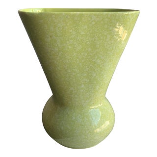 Large Mid-Century Confetti Light Green Kenwood / Shawnee Vase For Sale