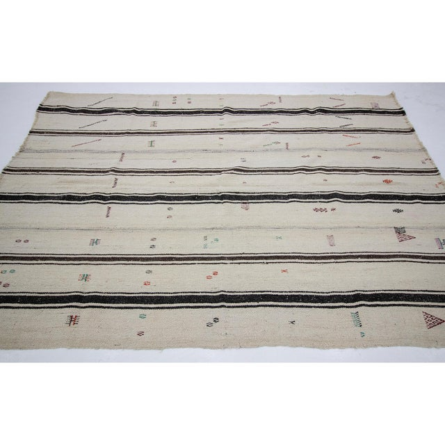 Contemporary 1960s Vintage Turkish Kilim Rug- 5′3″ × 7′8″ For Sale - Image 3 of 7