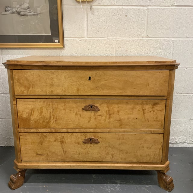 1930s Traditional Birdseye Maple Chest of Drawers For Sale - Image 10 of 10