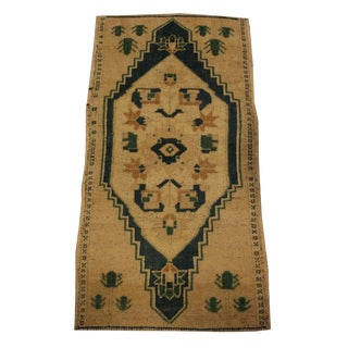 20th Century Traditional Beige Wool Throw Rug For Sale