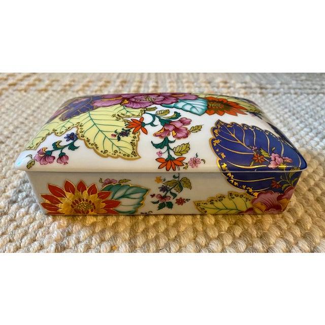 Vibrant Vintage Japanese Tobacco Leaf Covered Porcelain Box For Sale - Image 4 of 8
