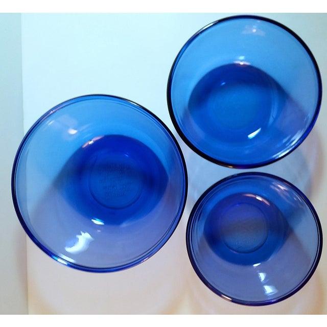 Boho Chic Vintage Anchor Hocking Cobalt Blue Glass Mixing Bowls - Set of 3 For Sale - Image 3 of 6