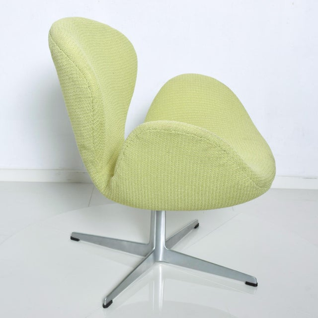 Chartreuse Mid Century Modern Original Iconic Swan Chairs Arne Jacobsen for Fritz Hansen For Sale - Image 8 of 11