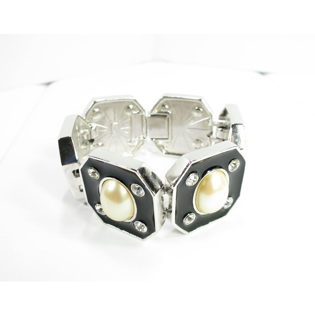 Metal 1980s Ysl Yves Saint Laurent Faux Mabe Pearl & Black Enamel Link Bracelet For Sale - Image 7 of 13