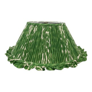 1980s English Traditional Pleated Fabric Lampshade For Sale