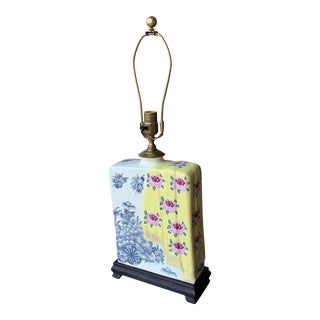 1980s Chinoiserie Maximalist Style Ceramic and Wood Table Lamp For Sale