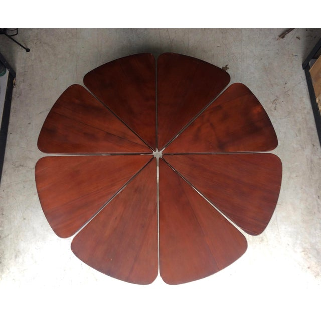 Petal coffee table by Richard Schultz for Knoll, interesting blend of a Modernist aesthetic combined with nature. Floating...