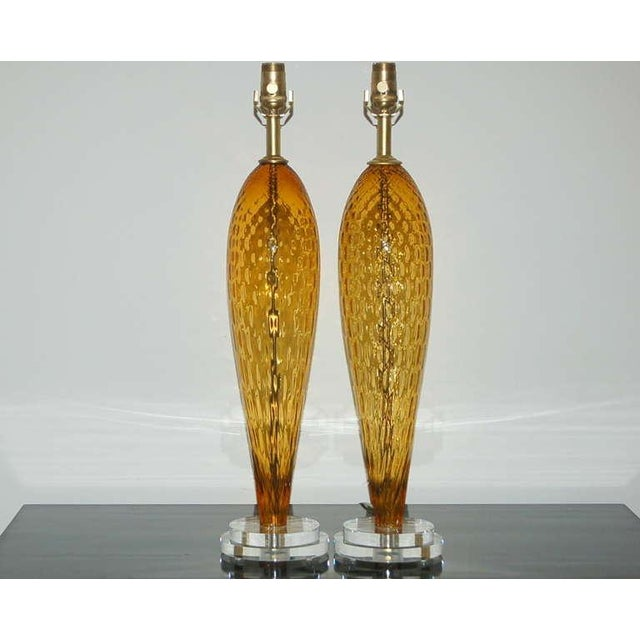 These Venetian glass teardrop table lamps have a broad-shouldered, cinch-waisted silhouette. The BUTTERSCOTCH windowpaned...
