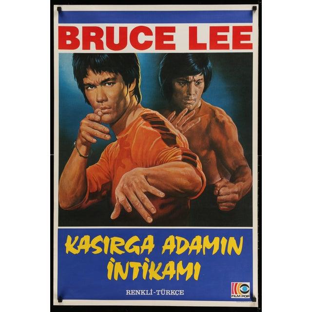 An original vintage Turkish Bruce Lee Poster. A dynamic image of the master martial artist fighting! Film-Pop.
