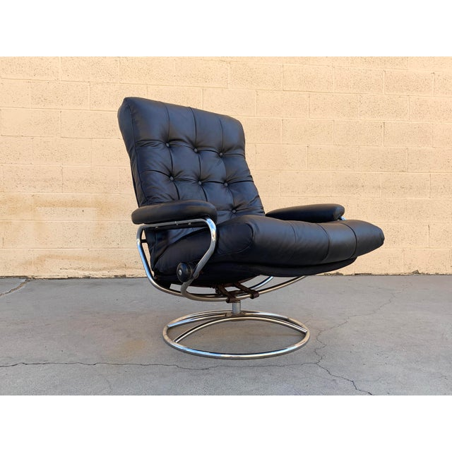 """Scandinavian Modern Ekornes """"Stressless"""" Lounge Chair With New Leather Seat For Sale - Image 9 of 9"""