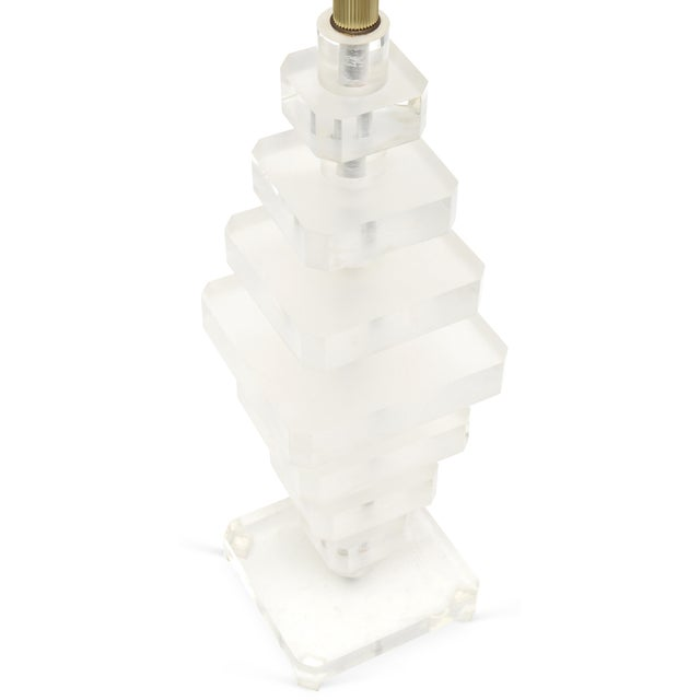 Modern Mid Century Variegated Tiers Lucite Table Lamp For Sale - Image 3 of 3