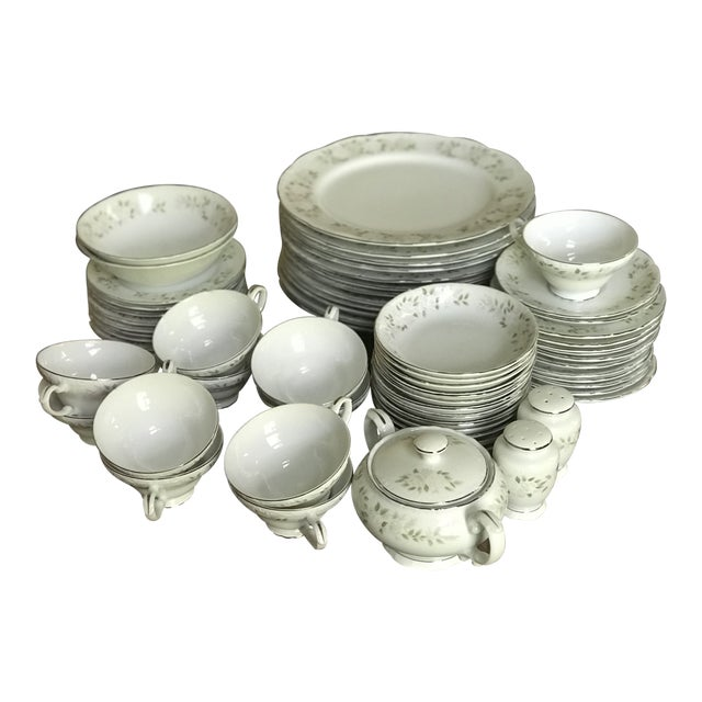 Classy ,Vintage Sheffield Fine China Classic 501 ,Reduced Set for 11 For Sale