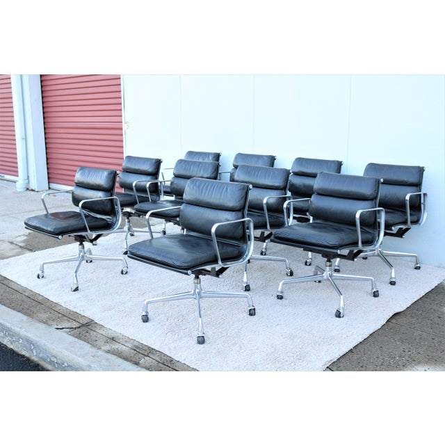 Mid-Century Modern Vintage Mid-Century Modern Herman Miller Eames Soft Pad Black Management Chair For Sale - Image 3 of 13