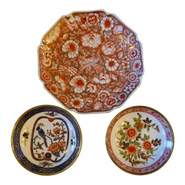 Vintage Chinoiserie Hand Painted Japan/Hong Kong Plates - Set of 3 For Sale