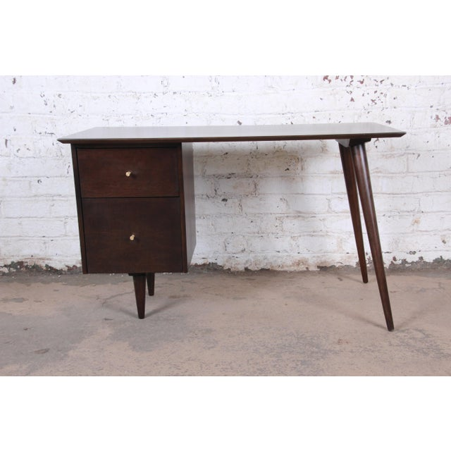1950s Paul McCobb Mid-Century Modern Planner Group Desk and Chair, Newly Restored For Sale - Image 5 of 13