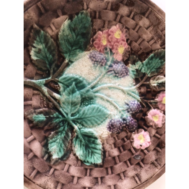 Traditional Majolica Basketweave Plate For Sale - Image 3 of 10