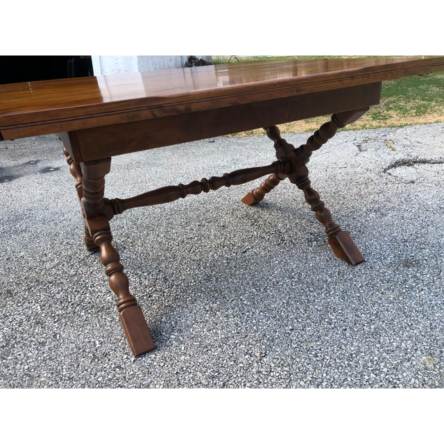 20th Century Country Cushman Colonial Farm Style X-Leg Trestle Table For Sale In Philadelphia - Image 6 of 13