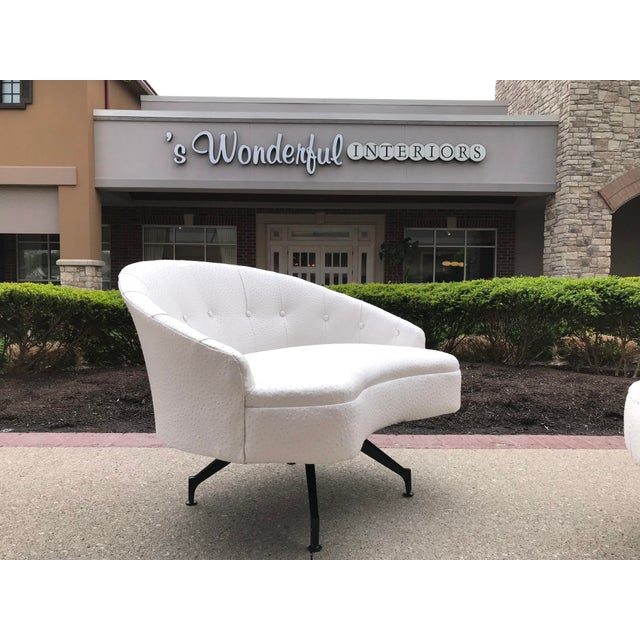Mid-Century Modern Mid-Century-Modern Round Lounge Chair and Ottoman Space-Age White Vinyl For Sale - Image 3 of 12