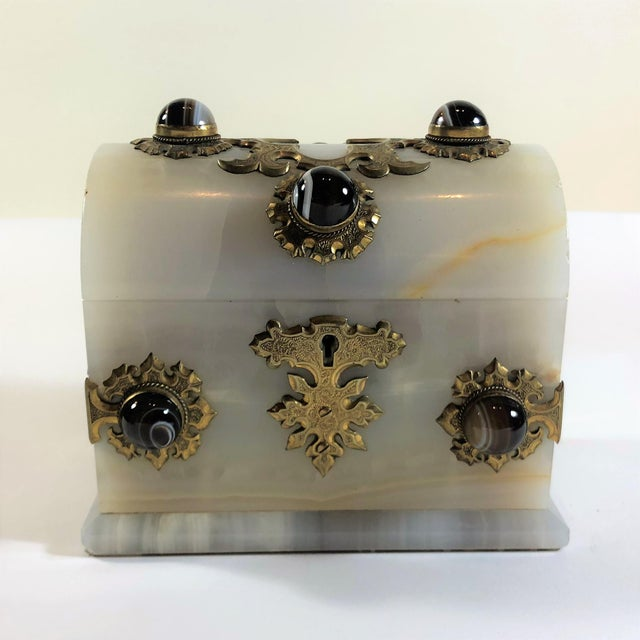 Antique Onyx and Scottish Agate Jewel Box, Circa 1860-1870. For Sale In New Orleans - Image 6 of 6