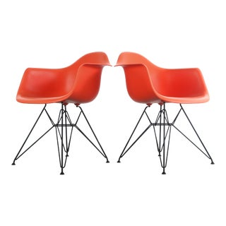 Set of Two Custom Charles and Ray Eames for Herman Miller Molded Plastic Lounge Chairs with Powder Coated Eiffel Bases For Sale