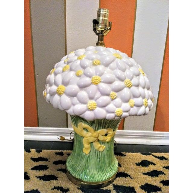Paul Hanson Rare Vintage Paul Hanson Large Daisy Bouquet Ceramic Table Lamp W/ Shade For Sale - Image 4 of 6