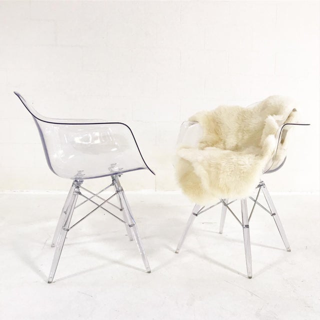 Mid-Century Style Lucite Chairs with Ivory Brazilian Sheepskin Throws - Pair For Sale In Saint Louis - Image 6 of 7