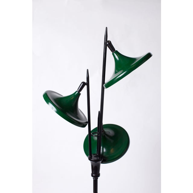 Lightolier 1950s Vintage Gerald Thurston for Lightolier Mid Century Modern Lacquered Metal Triennale Floor Lamp For Sale - Image 4 of 5