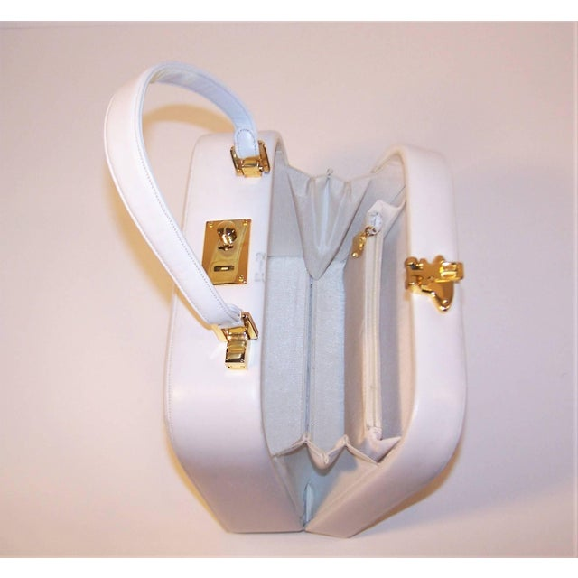 C.1990 Judith Leiber White Leather Box Handbag With Convertible Handles For Sale In Atlanta - Image 6 of 11