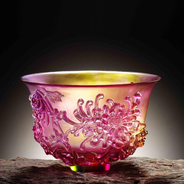 """Contemporary Crystal Limited Edition Chrysanthemum Bowl """"The Chrysanthemum Gentleman"""" in Amber & Clear Golden Red For Sale - Image 3 of 4"""