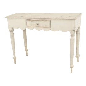 American Country (19th Cent) Console Table With an Antique White Painted Finish and a Scalloped Design Apron For Sale