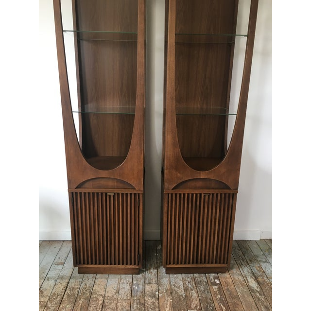 On Hold Broyhill Brasilia Rare Curio Towers - a Pair For Sale - Image 6 of 11