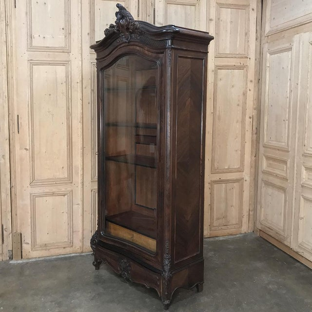 Late 19th Century 19th Century French Louis XV Rosewood Display Armoire ~ Bookcase For Sale - Image 5 of 13