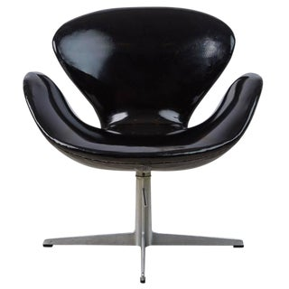 Arne Jacobsen Swan Chair for Fritz Hansen, Dated 1966