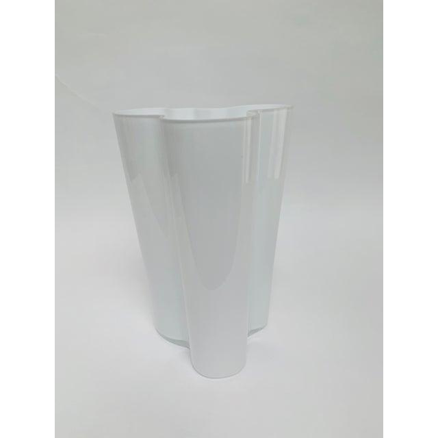 1960s Alvar and Aino Aalto for Iittala Finland Scandinavian Modern Savoy Glass Vase For Sale - Image 5 of 10