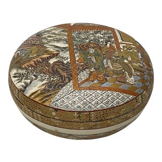 Exquisite Hand Painted Chinese Porcelain Lidded Bowl For Sale