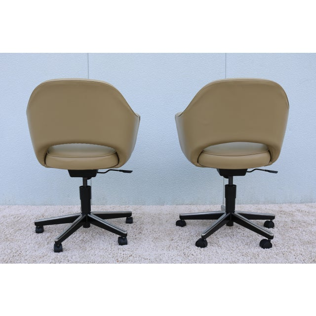 Beige Leather Knoll Eero Saarinen Executive Arm Chair For Sale In New York - Image 6 of 13