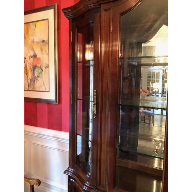 Gold Bernhardt Mahogany Breakfront China Cabinet For Sale - Image 8 of 12