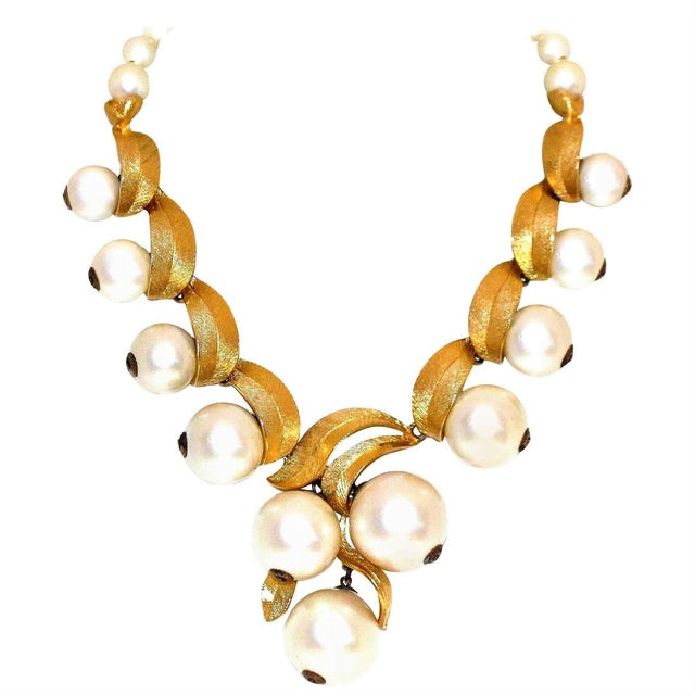 Metal 1960 Faux-Pearl Necklace For Sale - Image 7 of 7