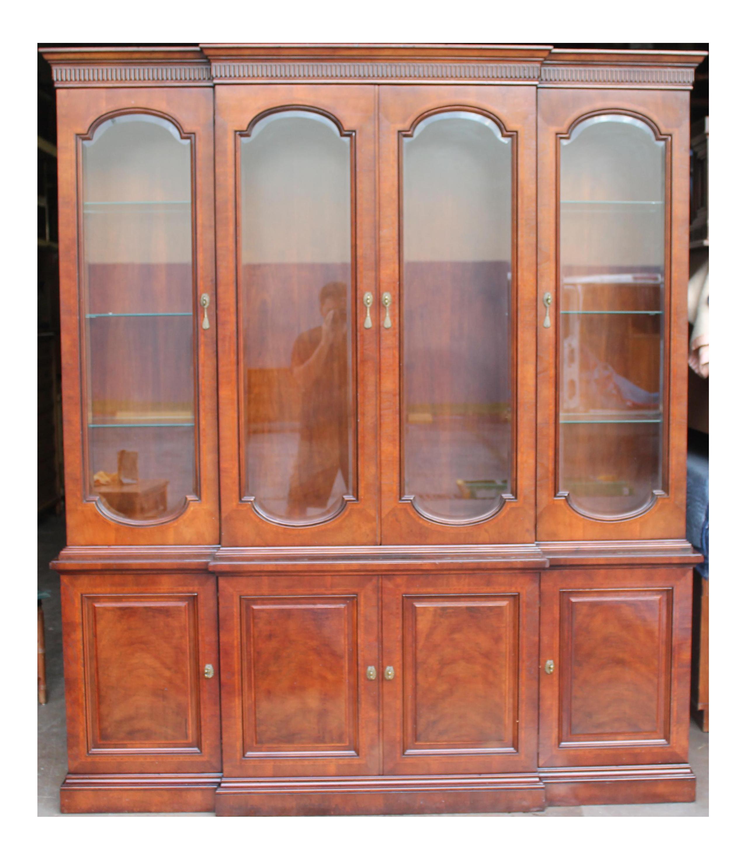 Beau Mid Century Henredon China Cabinet   Image 1 Of 11