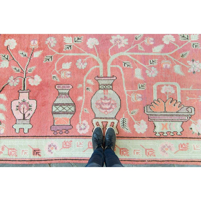 Vintage 1920s Samarkand Khotan Salmon Mint Floral Vases Handwoven Wool Rug - 4′10″ × 8′ For Sale In Los Angeles - Image 6 of 11
