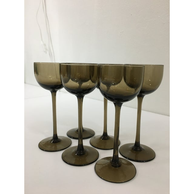 Hollywood Regency Vintage Warm Gray Smoked Glass Liqueur Goblets by Carlo Moretti - Set of 6 For Sale - Image 3 of 9