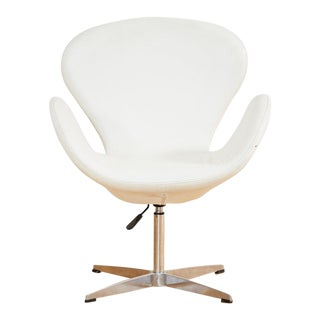 Arne Jacobsen Style Swan Swiveling Lounge Chair For Sale