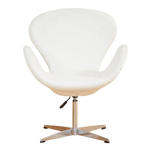 Arne Jacobsen Style Swan Swiveling Lounge Chair For Sale