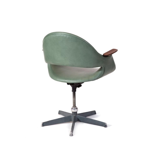 Mid-Century Modern Arthur Umanoff Leather Swivel Chair For Sale - Image 3 of 7
