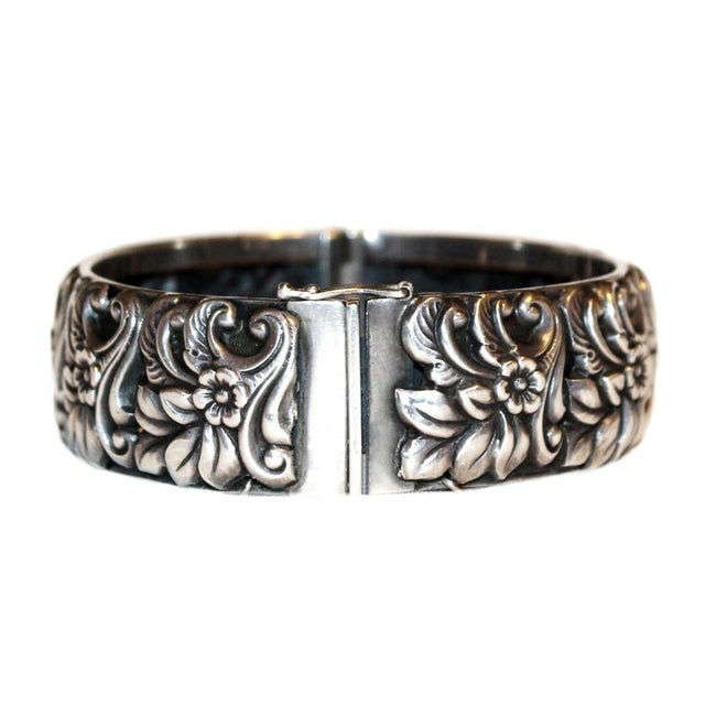 Baroque 1950s Sterling Silver Floral Repoussé Hinged Bangle For Sale - Image 3 of 7