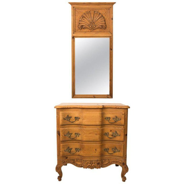 20th Century French Pine Chest of Drawers With Carved Scallop Shell Mirror For Sale - Image 13 of 13