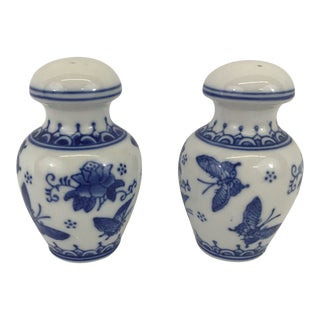 Blue and White Chinese Porcelain Salt and Pepper Shakers For Sale