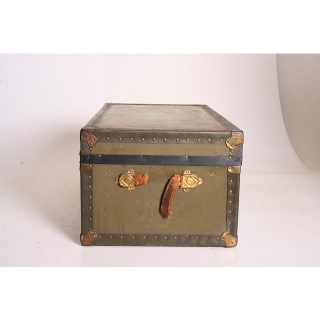 Vintage Industrial Green Military Foot Locker Trunk with Tray - Image 4 of 11